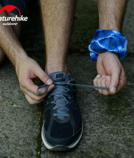 Cách quàng khăn ống đa năng cực cá tính cho cả nam và nữ