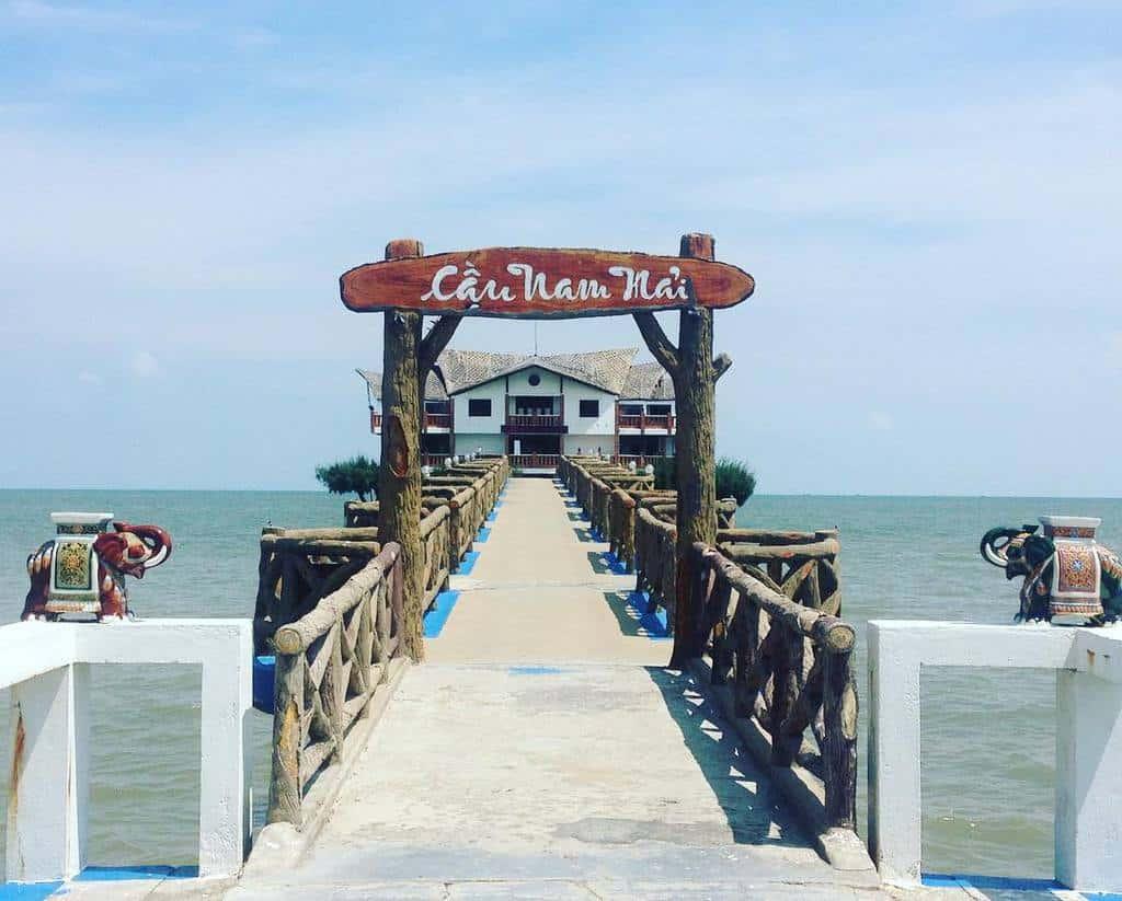 Gần khu du lịch sinh thái biển Phương Nam