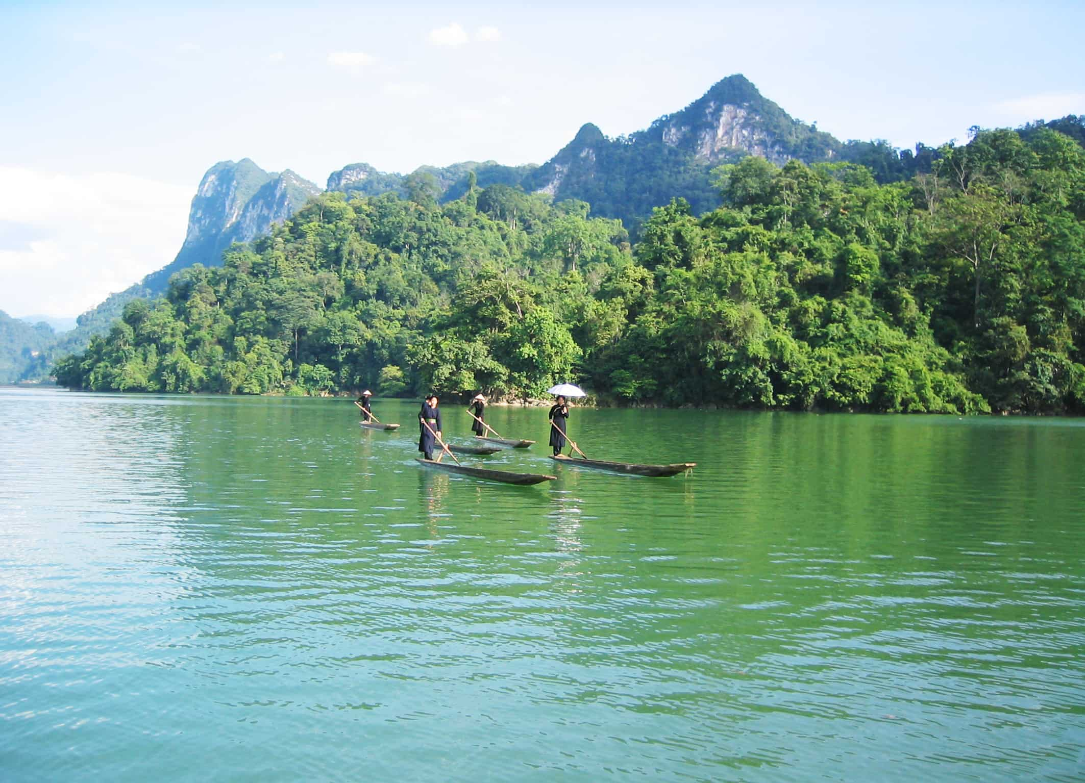 các hoạt động thú vị trên mặt hồ