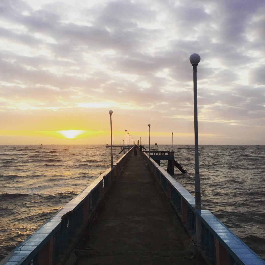 ngắm hoàng hôn trên biển tân thành