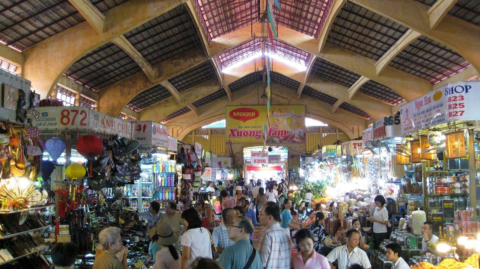 khung cảnh bên trong chợ bến thành