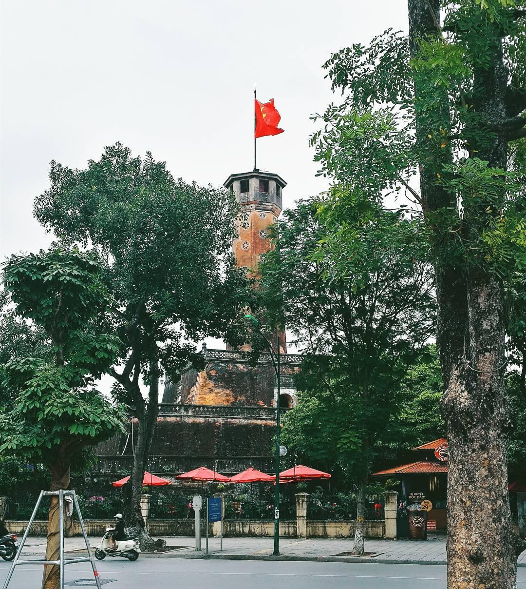 khung cảnh cột cờ hà nội