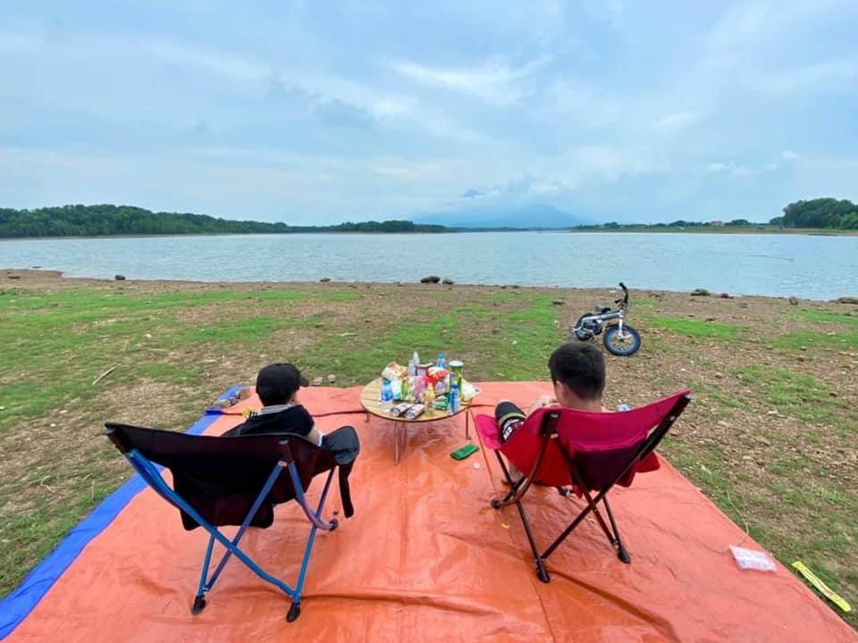 Khung cảnh cắm trại tại Hồ Suối Hai