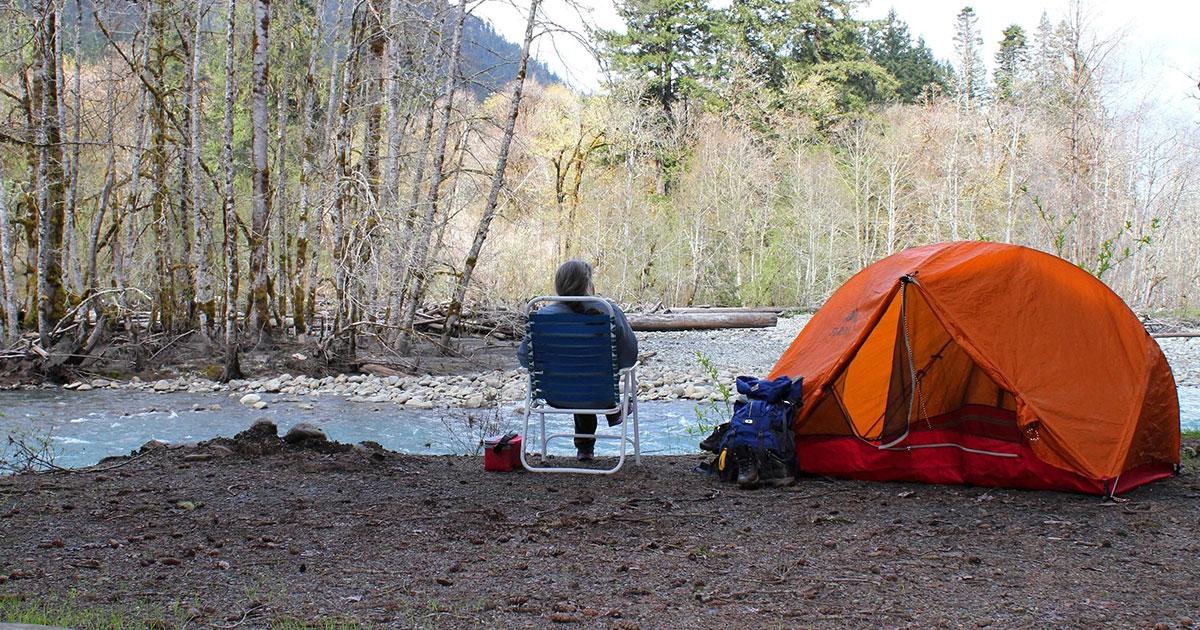 cắm trại qua đêm khi đi Trekking