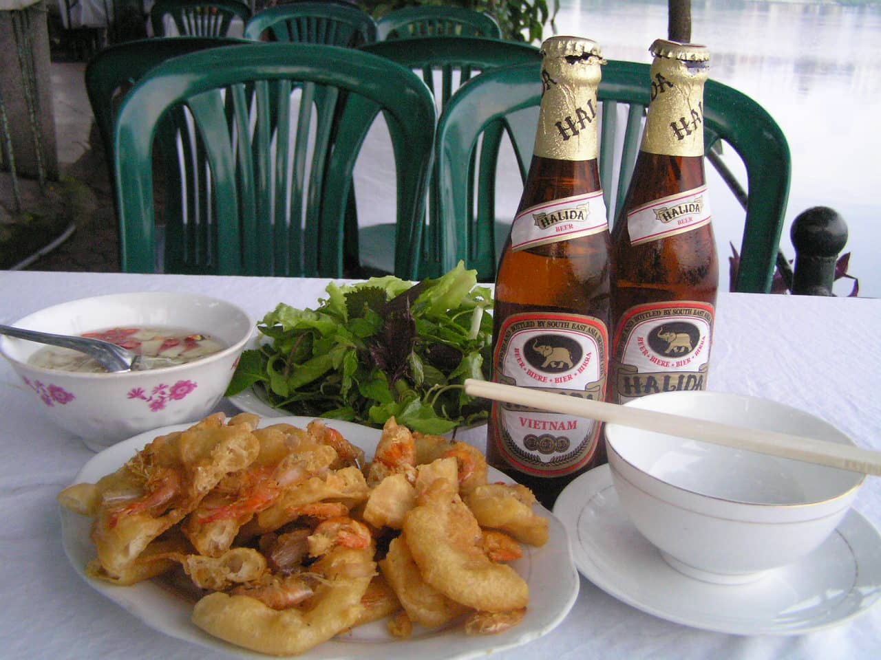 ăn bánh tôm ngon ở Hà Nội